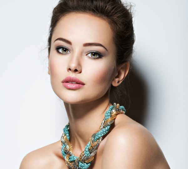 Maquillage soirée : star dun soir - Aroma Beauté Lyon 4